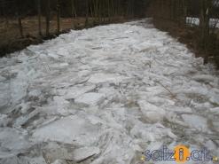 Hochwasser durch Eisstau in Ohlsdorf