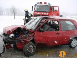 Scharnstein: frontal in den Gegenverkehr geschlittert
