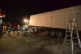 Lenzing: Ladung brachte Sattelschlepper zu Fall