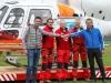 vlnr.: Michael Lehner (Stellvertretender Obmann des Flugplatzes Scharnstein), Hermann Schrall (Flugretter), Andy Ployer (Pilot), Dr. Dieter Linemayr (Notarzt) und Rudolf Raffelsberger (Bürgermeister Scharnstein, ÖVP)