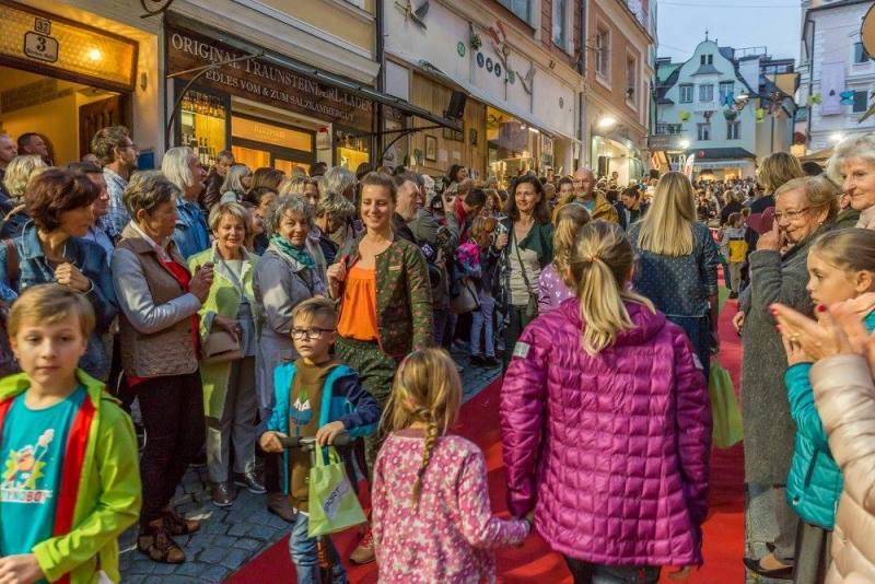 schmankerlroas modeschau gmunden 2017 (46)