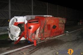 Unfall mit Oldtimer-Feuerwehr und Reisebus