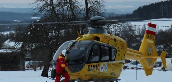 Schifahrerin mit Rettungshubschrauber ins Krankenhaus geflogen