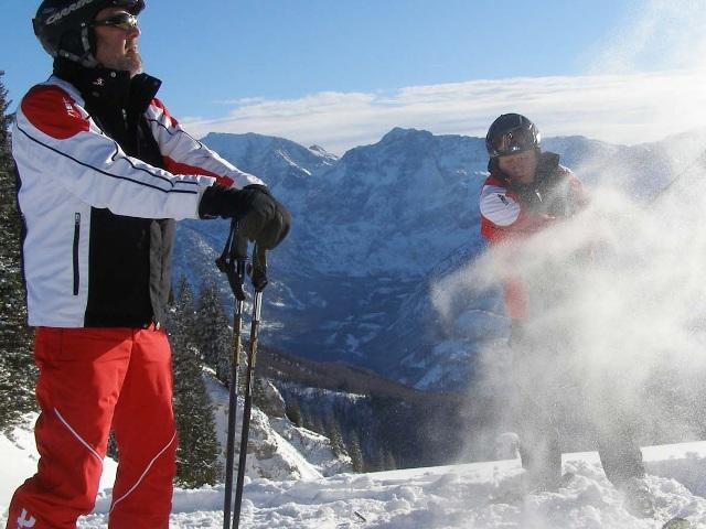 Abschlag zur 3. Skigolf-Weltmeisterschaft am Kasberg | Foto: PR