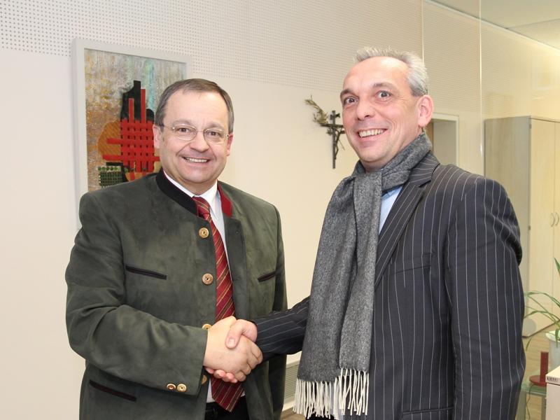 Bürgermeister Mag. Anton Holzleithner mit Grundeigentümer Peter Wagender