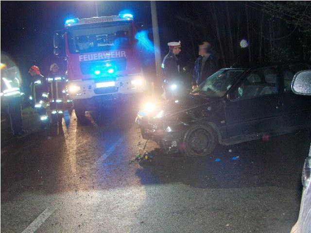 Fahrzeuglenker rammte Verkehrsinsel und schlitterte über Abhang