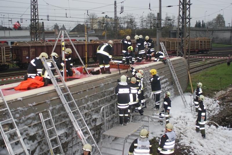 Zugunglück am Bahnhof Vöcklabruck fordert 200 Einsatzkräfte