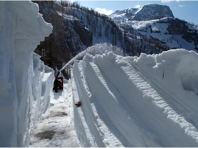 """Sommerstart der Dachstein-Eishöhle und """"Early Bird"""" für Skitourengeher"""