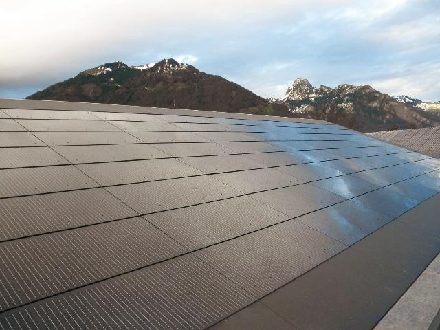 Eternit begrüßt Förderung für Photovoltaik-Anlagen - Integral-Plan-Photovoltaikmodule | Foto: Eternit