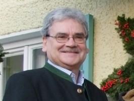 März legte Bürgermeister Hannes Schobesberger dem Gemeinderat einen ausgeglichenen Rechnungsabschluss im ordentlichen Haushalt für das Jahr 2011 vor, ... - schobesberger-bgm-altmuenster-266x200