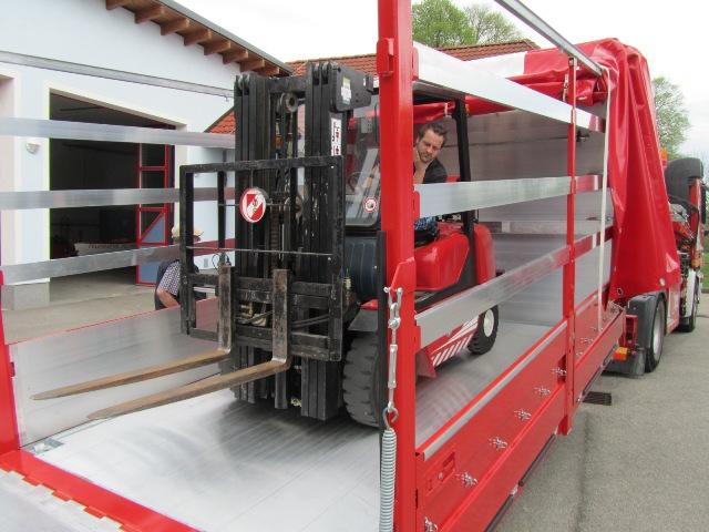 Neuer Abrollbehälter stärkt Puchheims-Feuerwehrlogistik