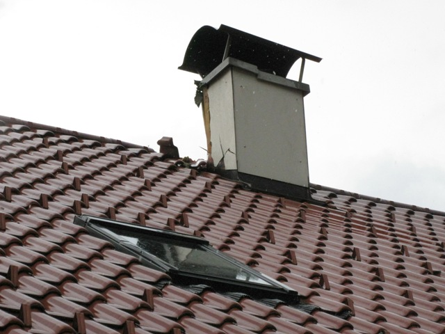 Bad Goisern: Blitzeinschlag in Wohnhaus beschädigt Dach