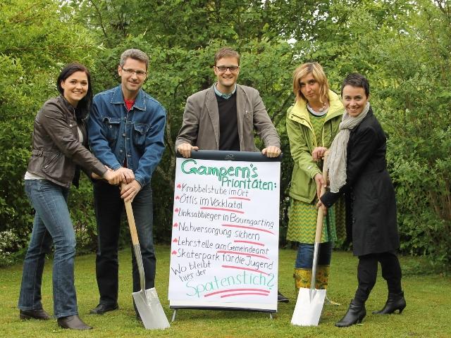 Alternativer Spatenstich: Die Politik in Gampern muss den Bürgern dienen
