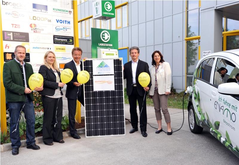 Technologiezentrum Attnang-Puchheim eröffnet Elektro-Tankstelle und PV-Anlage