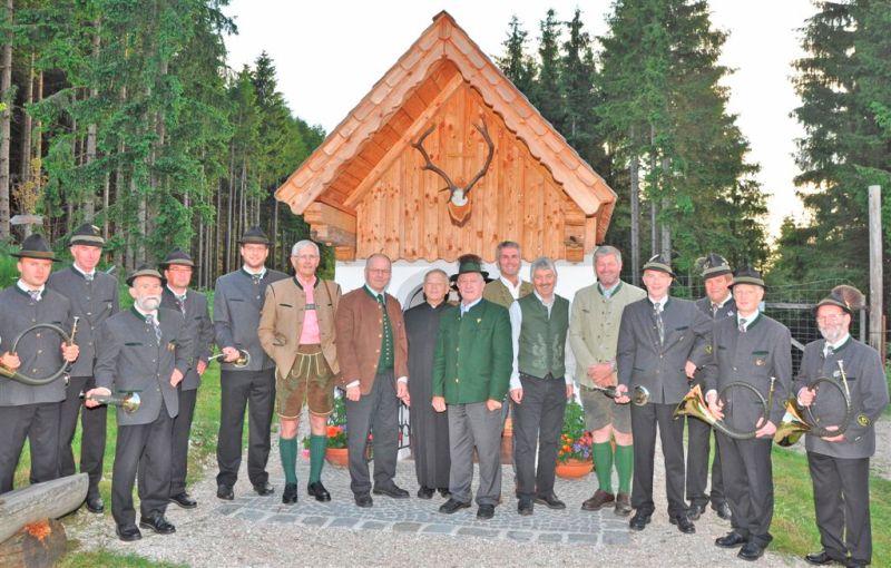 """""""Ansitz"""" zur Maiandacht bei der Jägerkapelle"""