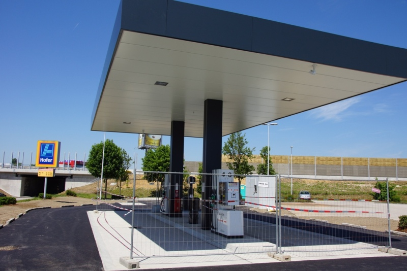 Eröffnet 1. Hofer-Diskont-Tankstelle den Spritpreiskampf im Salzkammergut? | Foto: Peter Sommer