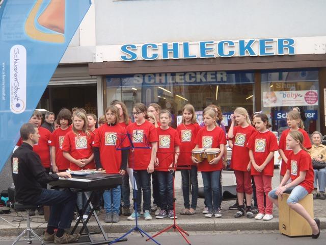 Schwanenstadt: Hauptschüler musizieren am Wochenmarkt