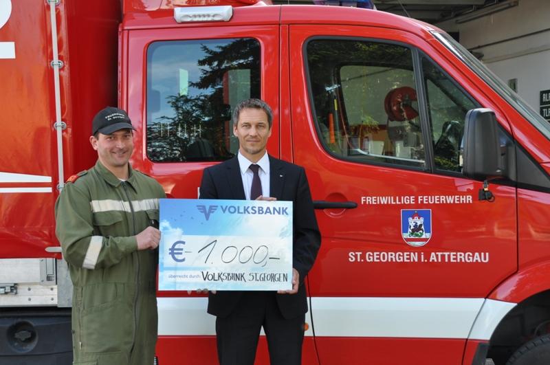 Volksbank St. Georgen unterstützt Feuerwehr mit Spende
