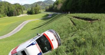 St. Wolfgang: Rettungswagen stürzte über Böschung