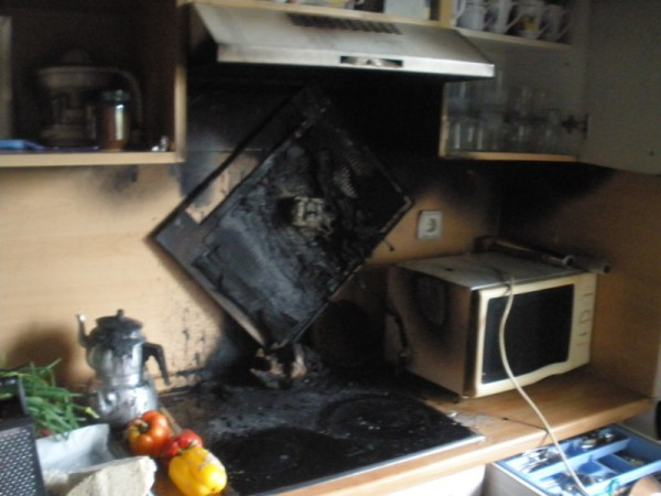 dunstabzug ging durch berhitzung in flammen auf aktuelles aus dem salzkammergut. Black Bedroom Furniture Sets. Home Design Ideas
