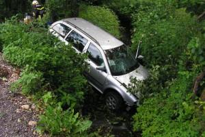 Pühret: Von Straße abgekommen - Auto landete in Bach
