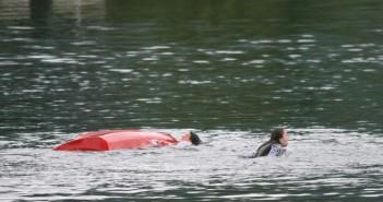 Wasserrettung bei Bootsbergung im Einsatz