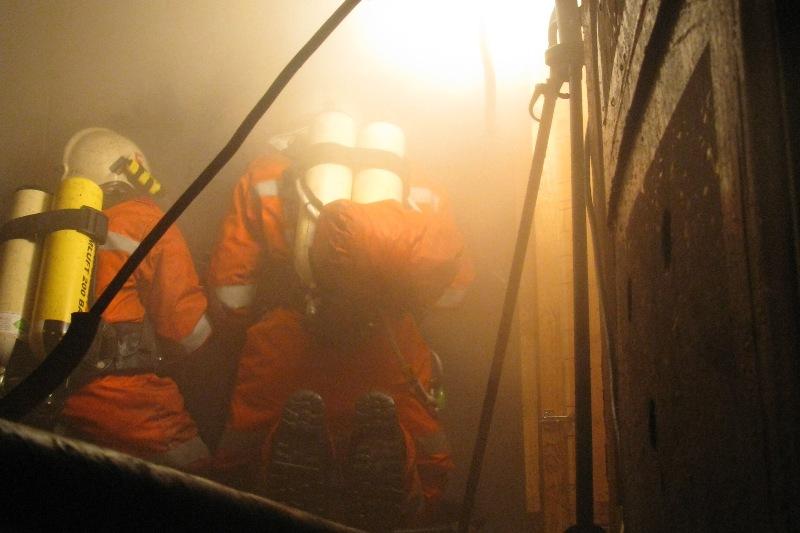 Dachstuhlbrand forderte Feuerwehren in Bad Goisern