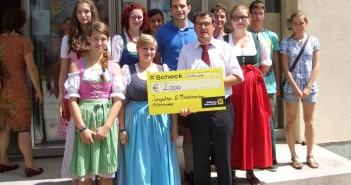 Altmünster: 2.000 Euro-Scheck für Umbau des Pfarrhofs übergeben