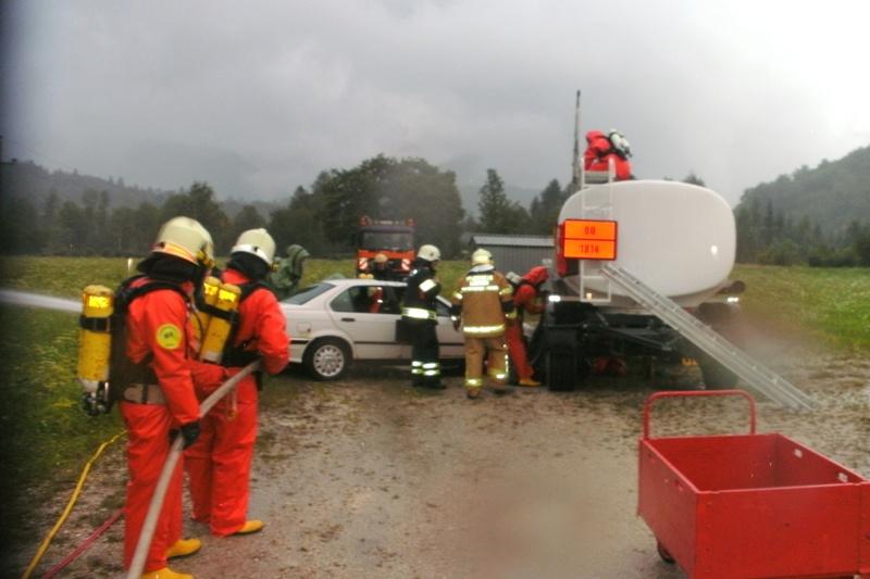 Bad Ischl: Feuerwehr übt Unfallszenario mit Gefährlichen Stoffen