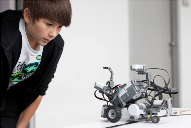 Ferien-Forschungsfahrt für Youngsters ins Ars Electronica Center