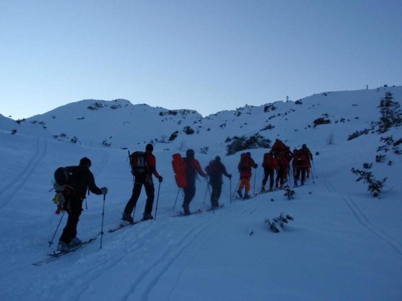 Sechsköpfige Bergsteigergruppe am Dachstein in Bergnot geraten
