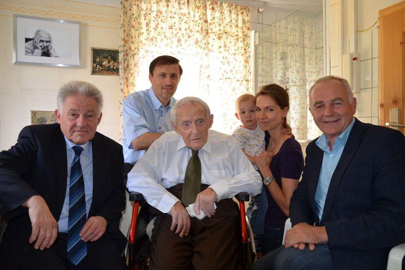 Landeshauptmann Pühringer gratuliert ältestem KZ-Überlebenden zum 107. Geburtstag