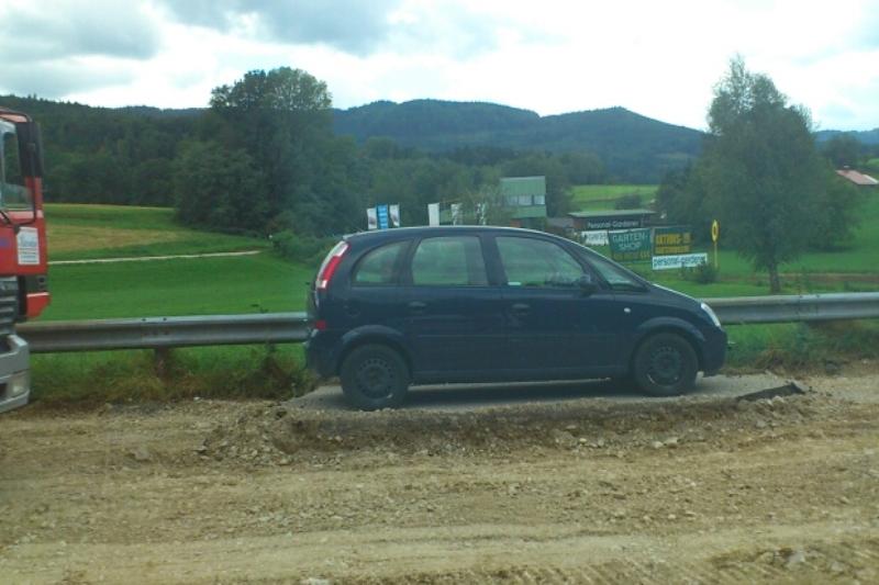 Leser-Report: Auto Asphalt unter Rädern weggezogen
