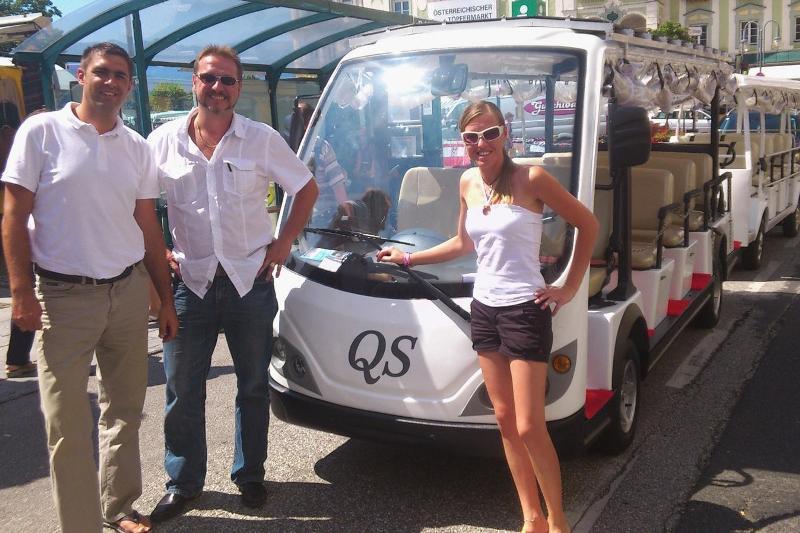 Gmunden: Elektrobus bringt Wanderer vom Rathausplatz zum Umkehrplatz