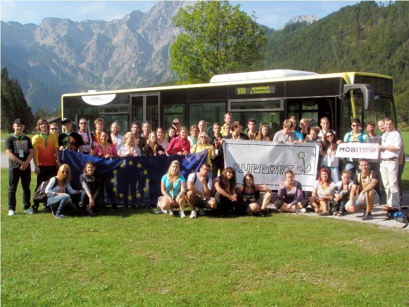 40 Jugendliche aus 5 Nationen mit dem Postbus am Almsee