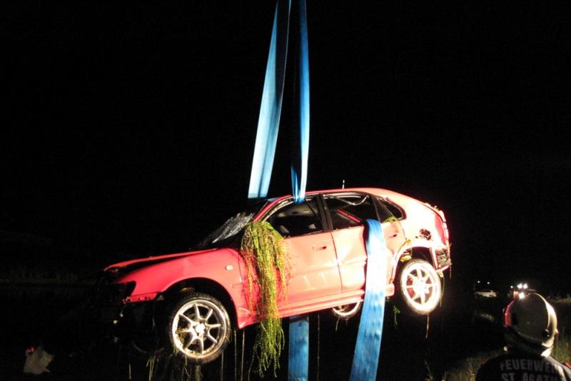 Gosau: mit Auto in Stausee-Klaushof gestürzt   Foto: FF St. Agatha