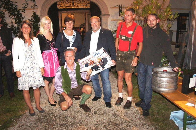 Vöcklamarkt: sonnige Stimmung beim Weinfest im Schloss Walchen