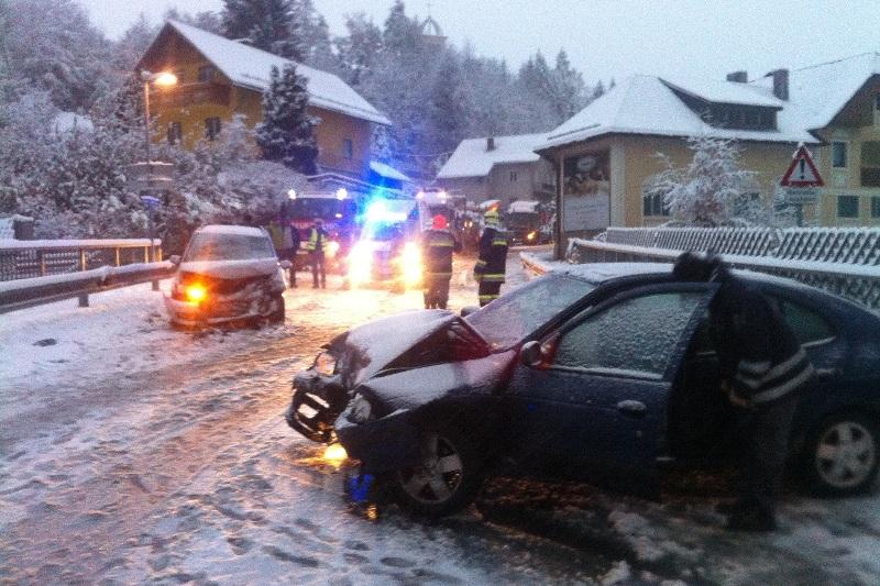 Scharnstein: Frontalcrash durch Neuschnee