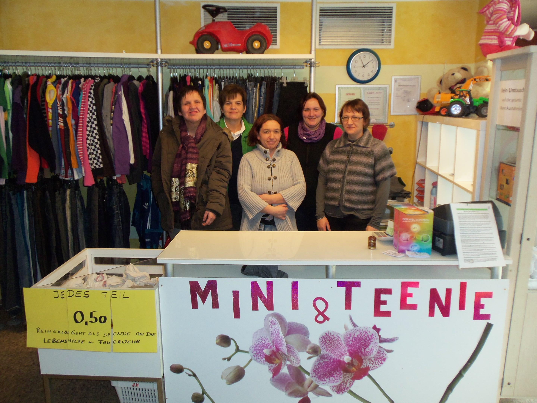 """Von der """"Mini & Teenie""""-Verkaufsaktion profitierten Kunden und die Lebenshilfe Vöcklamarkt gleichermaßen."""