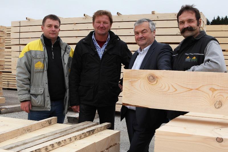 AK-Präsident Dr. Johann Kalliauer zu Besuch bei der Firma Wolf Systembau