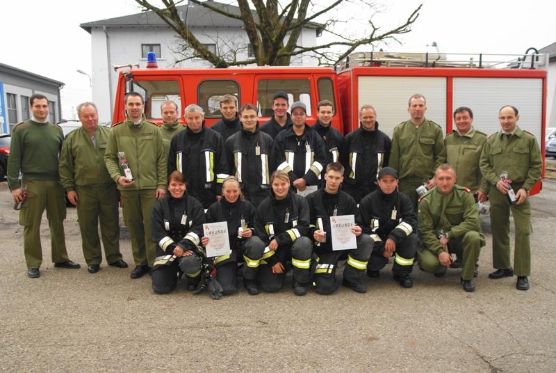 Feuerwehr: Gäste aus Passau absolvierten Atemschutz-Leistungsabzeichen in Attnang
