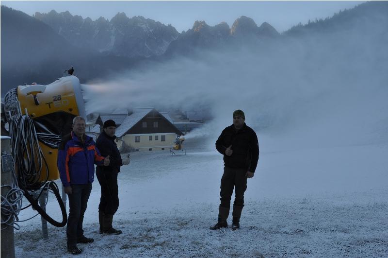 Beschneiung in Gosau läuft auch Hochtouren