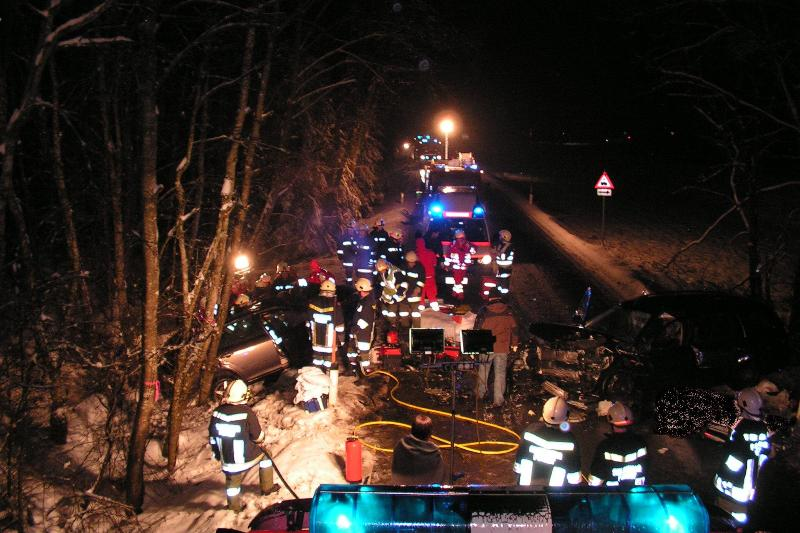 Tödlicher Frontalcrash in Rutzenham im Bezirk Vöcklabruck | Foto: Feuerwehr