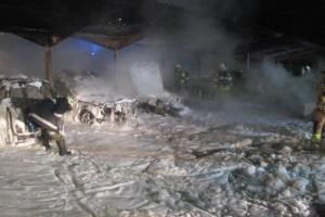 Ebensee: fünf Fahrzeuge ausgebrannt - Explosionsgefahr durch Gaslager