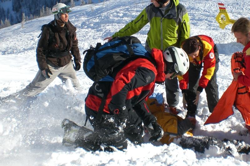 Snowboarder am Feuerkogel aus Doline gerettet | Symbolfoto: ÖAMTC