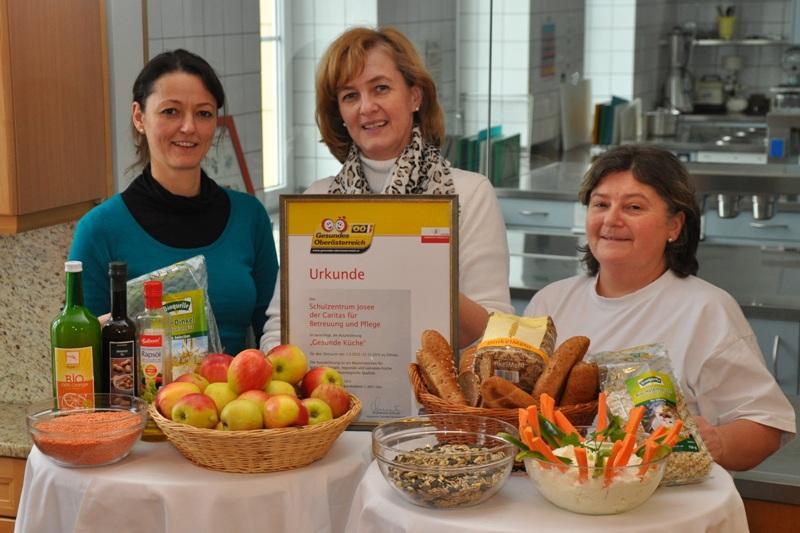 """Auszeichnung """"Gesunde Küche"""" für Schulzentrum Josee"""