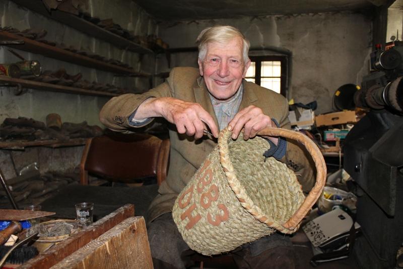 Ottnang: historisches Löschgerät nachgebaut