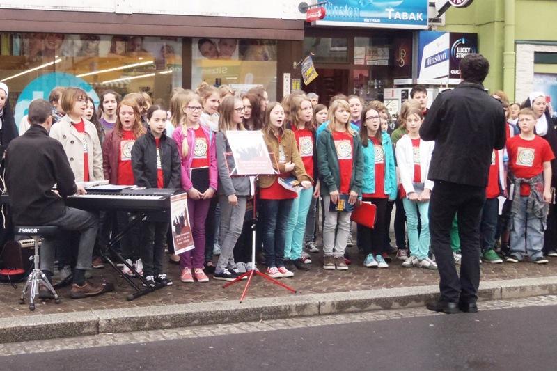 Hauptschüler musizierten am Schwanenstädter Wochenmarkt