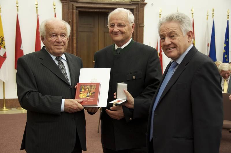 Auszeichnung mit dem Ehrenzeichen des Landes OÖ in Gold