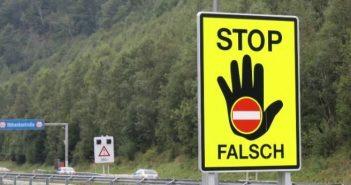 Mondsee: Geisterfahrer prallte gegen Polizeiauto